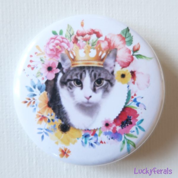 cat queen stella button